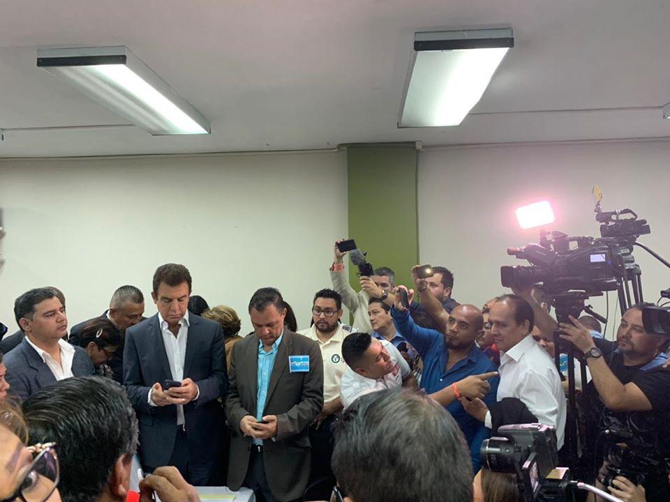 Salvador Nasralla presenta ante el CNE los requisitos para inscribir nuevo partido político