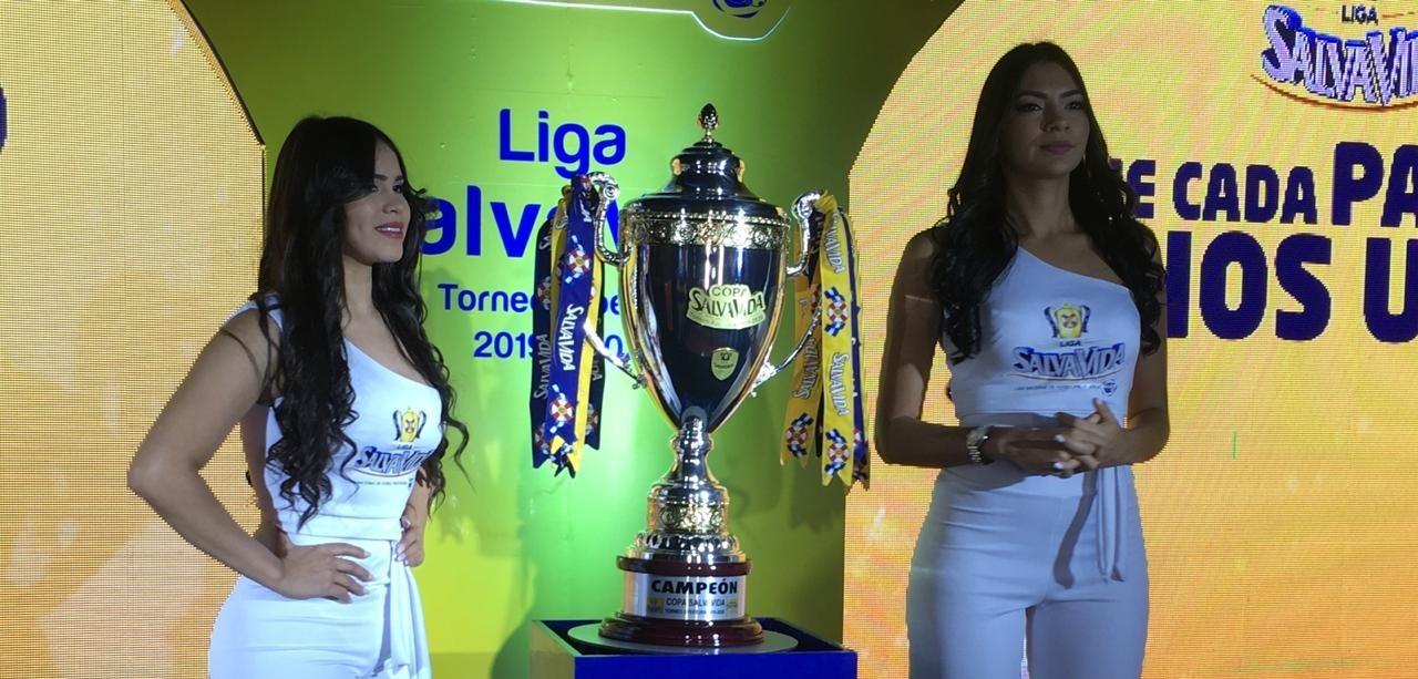 La Liga Salva Vida presentó el trofeo que disputarán equipos del campeonato 2019-2020