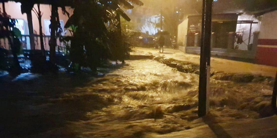 Torrenciales lluvias dejaron inundaciones en al menos 20 colonias de La Ceiba