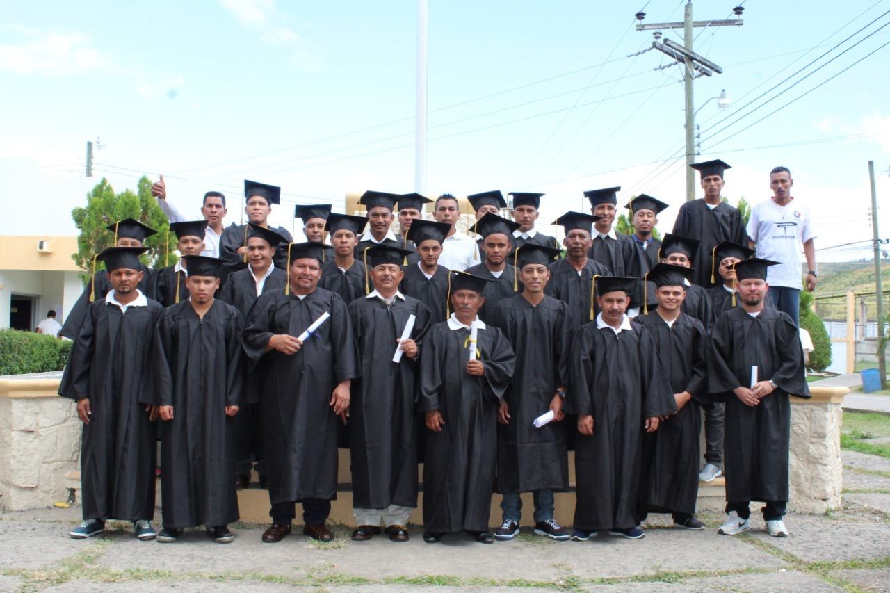 Treinta privados de libertad se graduaron de sexto grado en Támara