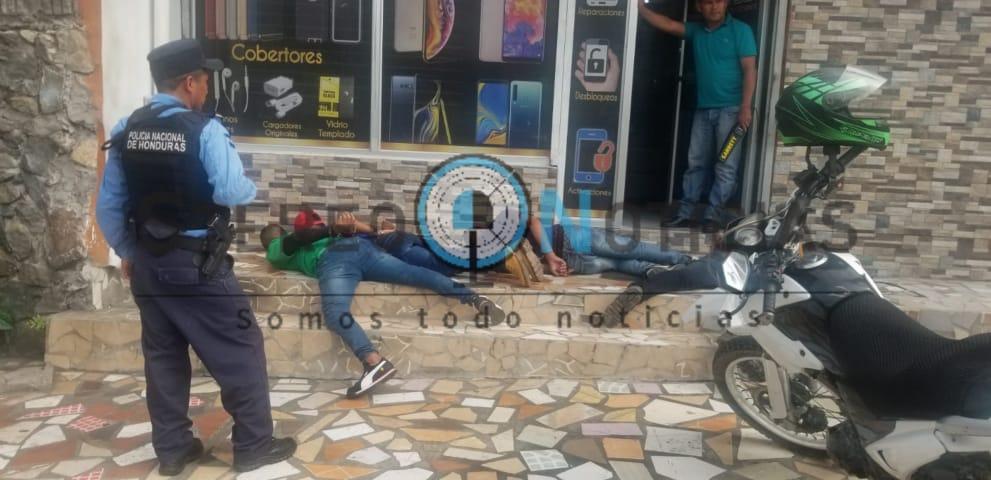Infraganti capturan a presunta banda de asaltantes en negocio de SPS