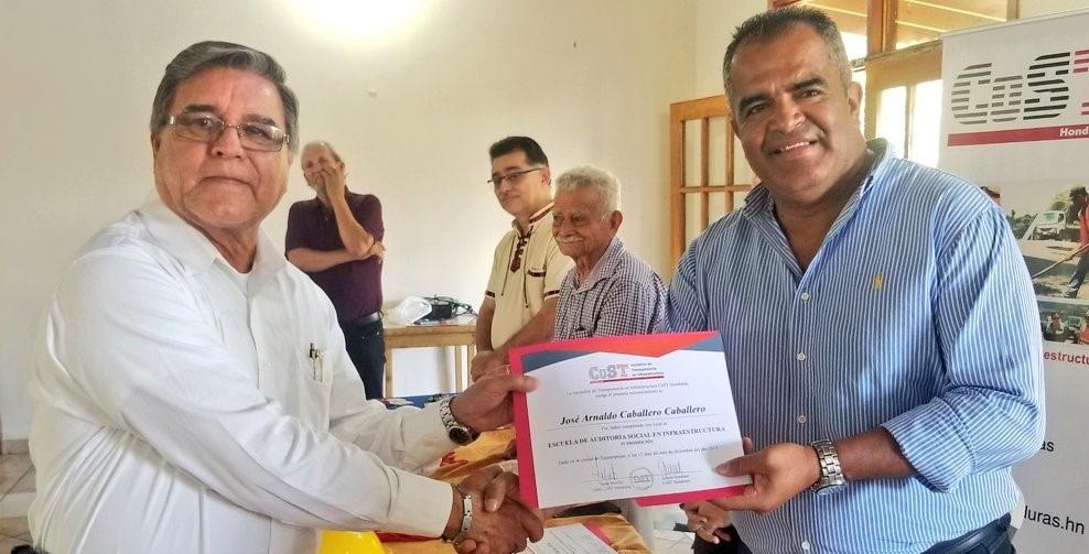 Cost Honduras gradúa 29 auditores sociales de ocho departamentos