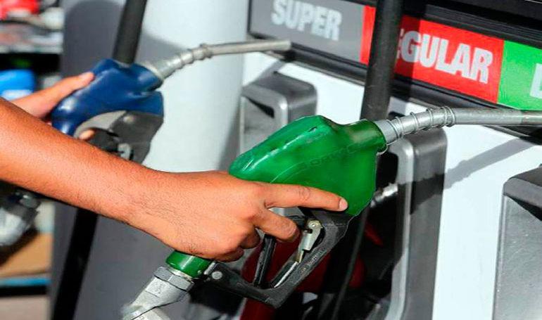 Autoridades anuncian rebaja de ocho centavos en gasolina superior