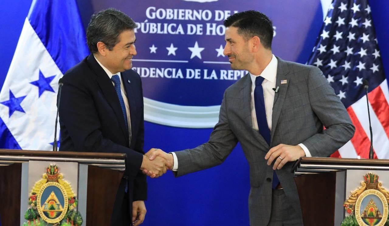 Honduras y EEUU revisan acuerdo de asilo para compatriotas