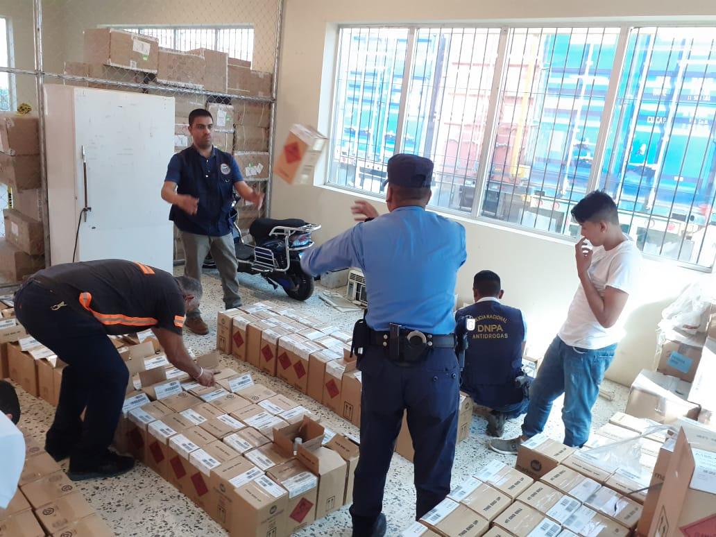 Policía decomisa químicos de clorhidrato de cocaína en Puerto Cortés