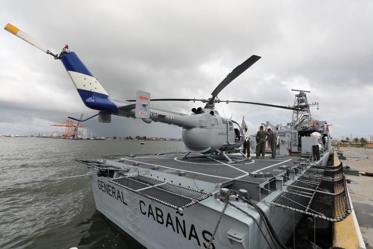 Presidente Hernández recibe el buque patrullero «Trinidad Cabañas»
