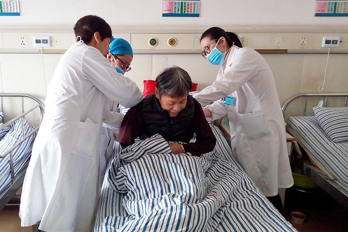 China confirma 425 muertes por el brote del nuevo coronavirus