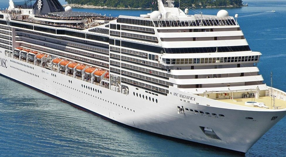 Japón impone cuarentena a unas 3,700 personas a bordo de un crucero