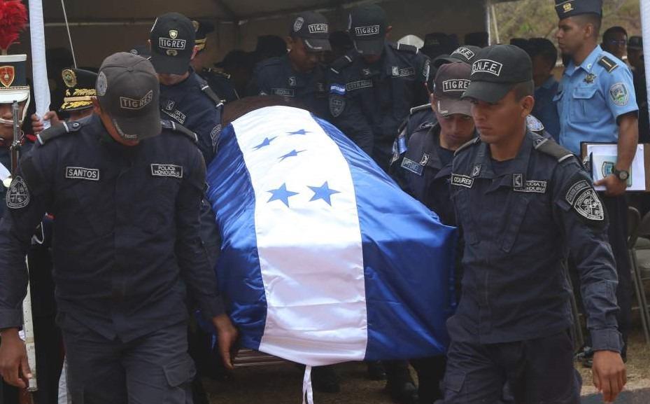 """Entregan cuerpos de oficiales caídos en liberación de """"El Porkys"""""""