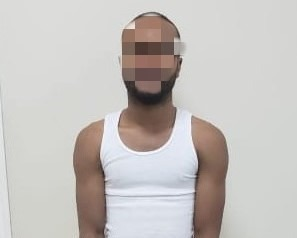 Capturan a sospechoso en posesión de droga en Roatán