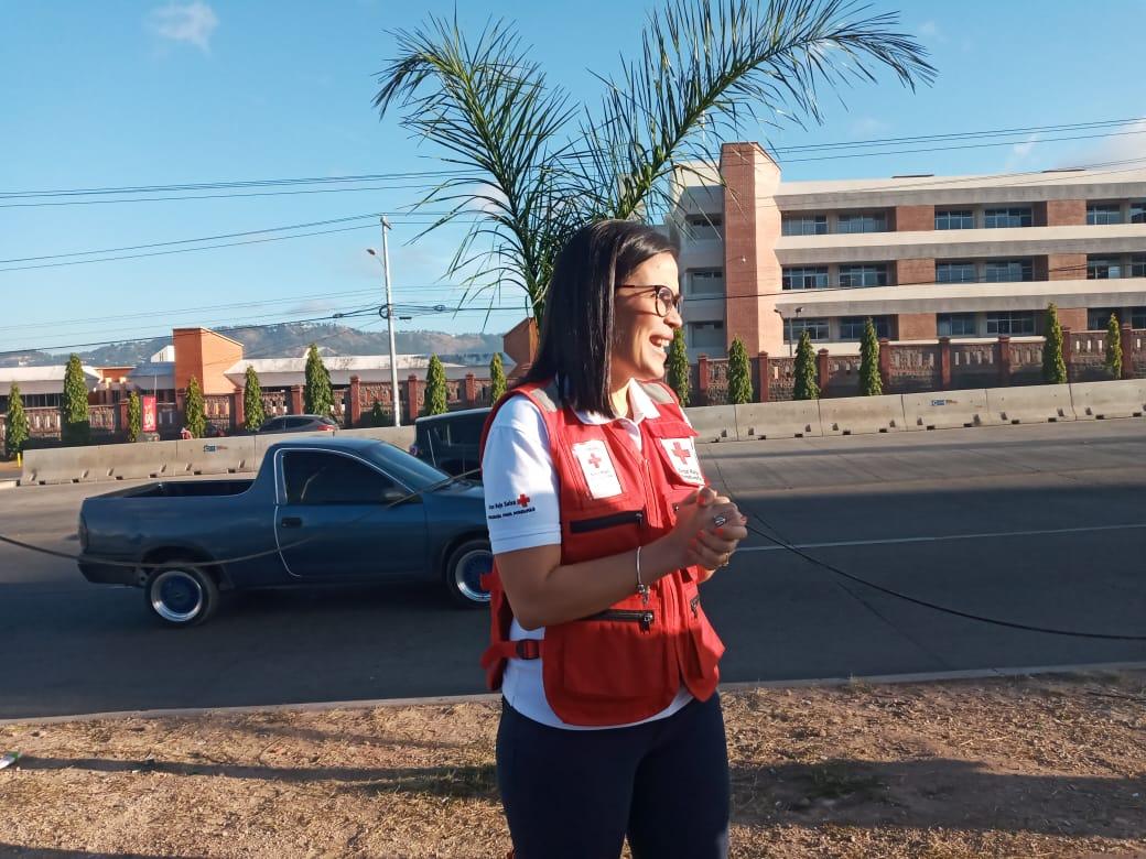Cruz Roja denuncia a dos mujeres que se dedican a estafar capitalinos portando chalecos de la institución