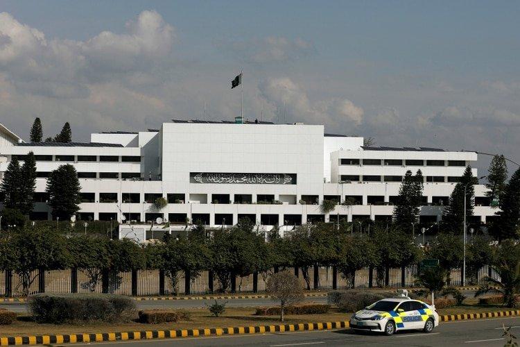 Pakistán ahorcará en público a los violadores de niños