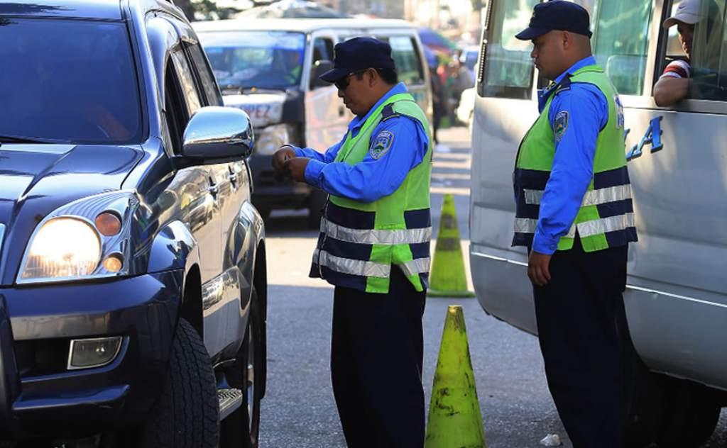 DNVT capacita a conductores en El Paraíso para reducir accidentes