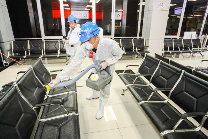 Rocían un químico «contra el coronavirus» en aeropuerto de El Salvador