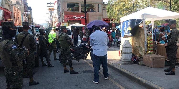 Desalojan y decomisan mercaderías a vendedores en centro de SPS