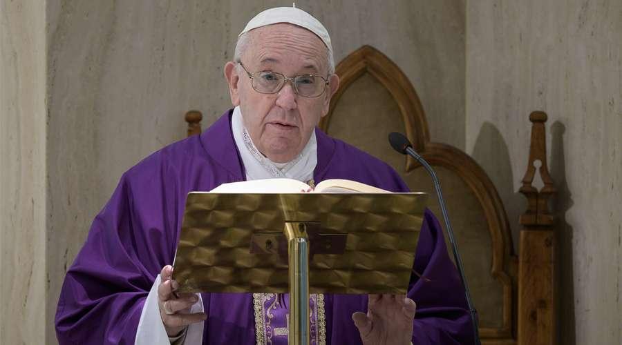 El Papa reza por las víctimas del coronavirus y sus familias
