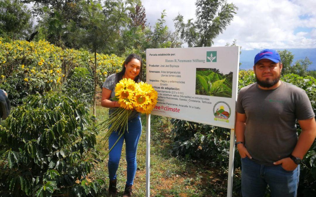 Presentan alternativas financieras a productores de hortalizas y flores