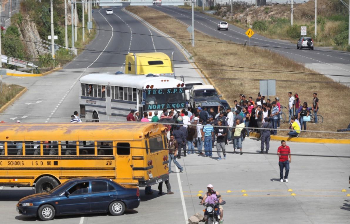 Policía repele protestas de pobladores en Valle de Amarateca