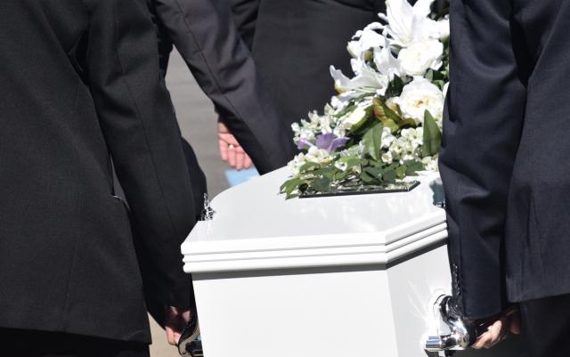 Prohíben cualquier velatorio y traslado interdepartamental de cadáveres  en Honduras