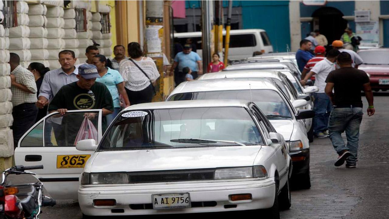 Taxistas piden ser los segundos en recibir la vacuna contra la Covid-19 después de los médicos