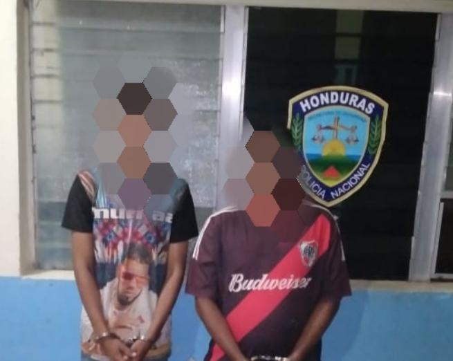 Detienen de manera flagrante dos sospechosos de tráfico de drogas en Tocoa