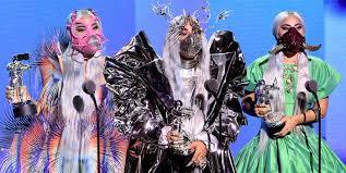 Conoce quien diseño las curiosas mascarillas de Lady Gaga en los premios MTV