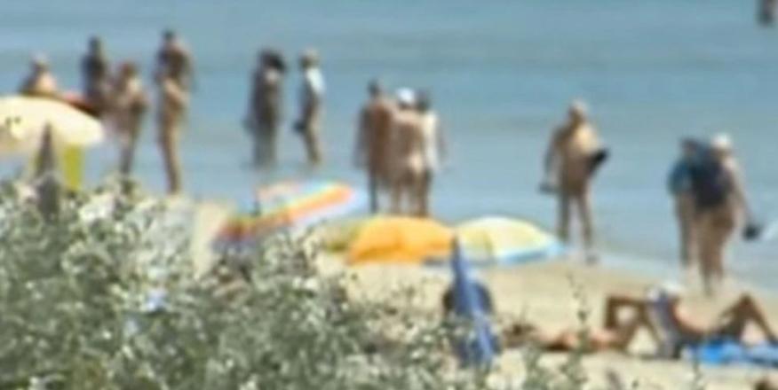 Por organizar fiesta en playa nudista, más de 200 personas se contagiaron de Covid-19