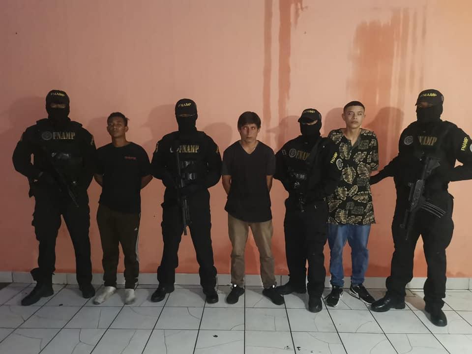Capturan a tres supuestos extorsionadores de la pandilla 18 en la capital