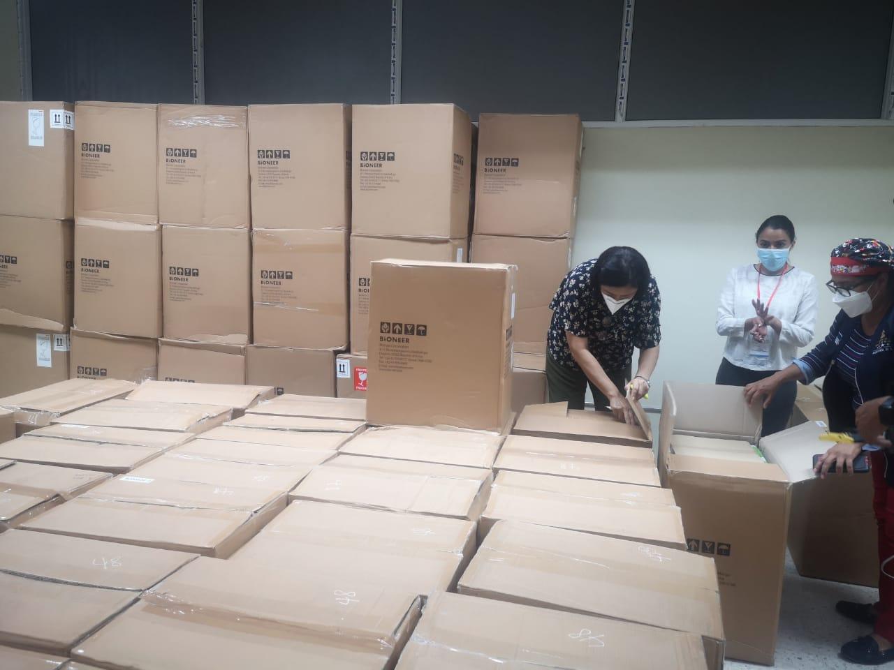 Salud recibe más de 190 mil kits para PCR comprados por Invest-H