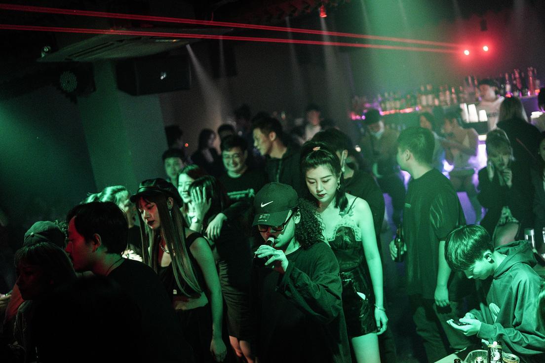Grandes fiestas sin medidas de bioseguridad en Wuhan, epicentro del Covid-19