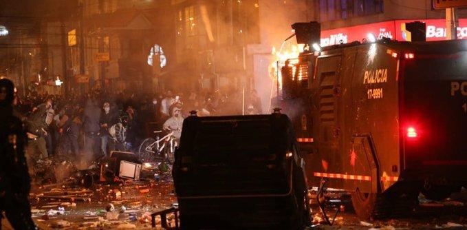 Siete muertos tras violentos enfrentamientos entre manifestantes y policías en  Colombia