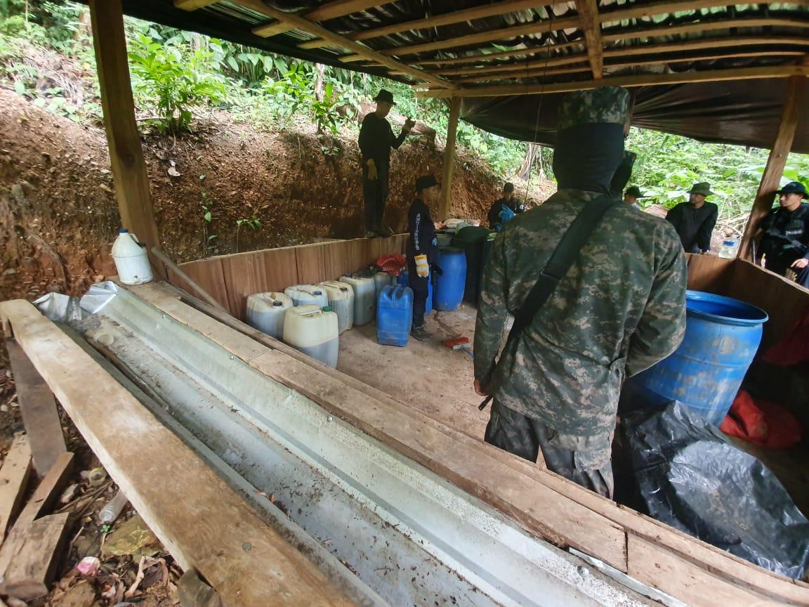 Narcolaboratorios y plantaciones de droga son asegurados por la Fuerzas Especiales XATRUCH en Colón
