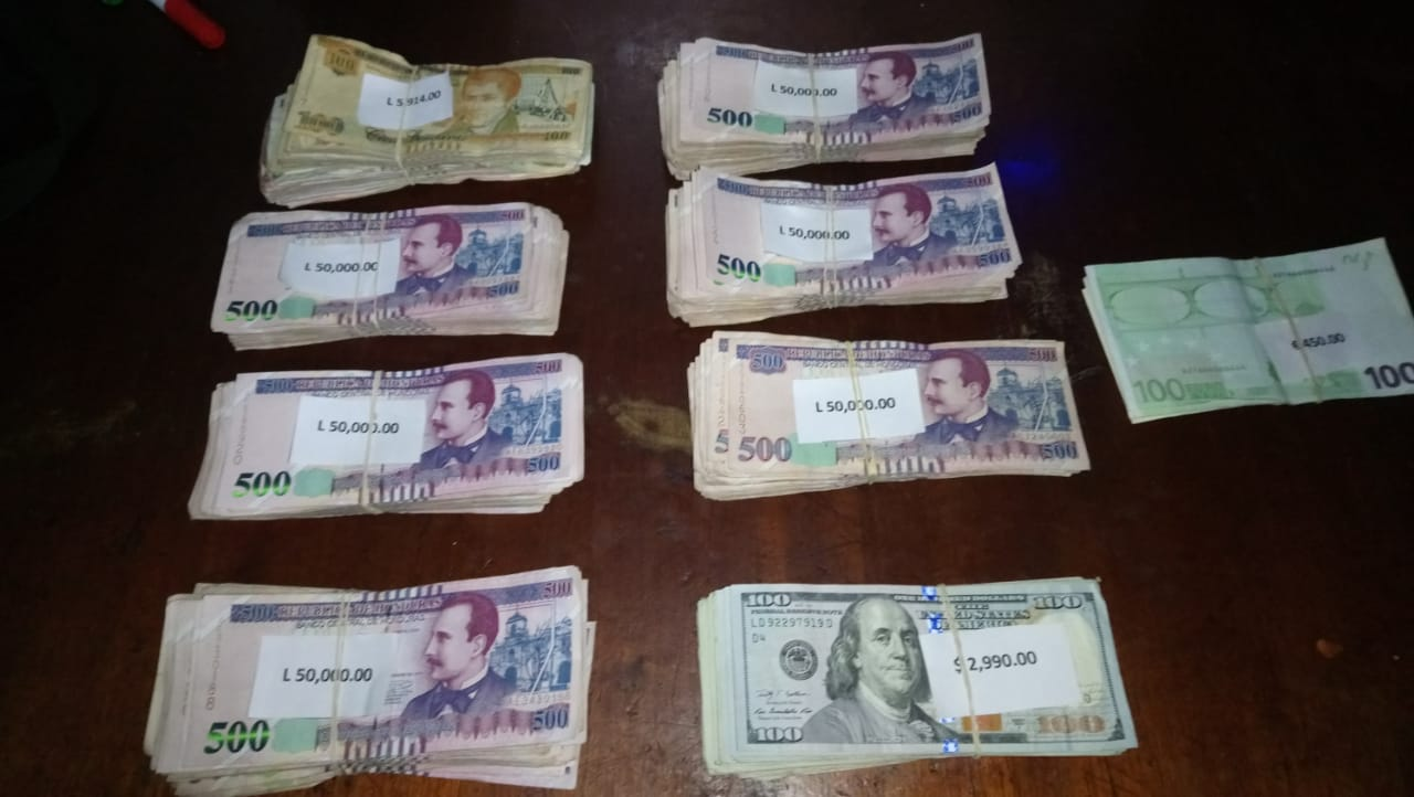Pareja es detenida en la zona norte con más de L. 300 mil, también dolares y Euros