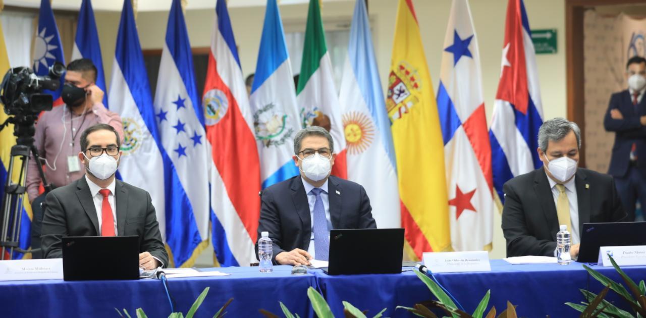 El presidente Hernández participó en la 60 Asamblea Ordinaria de Gobernadores del BCIE