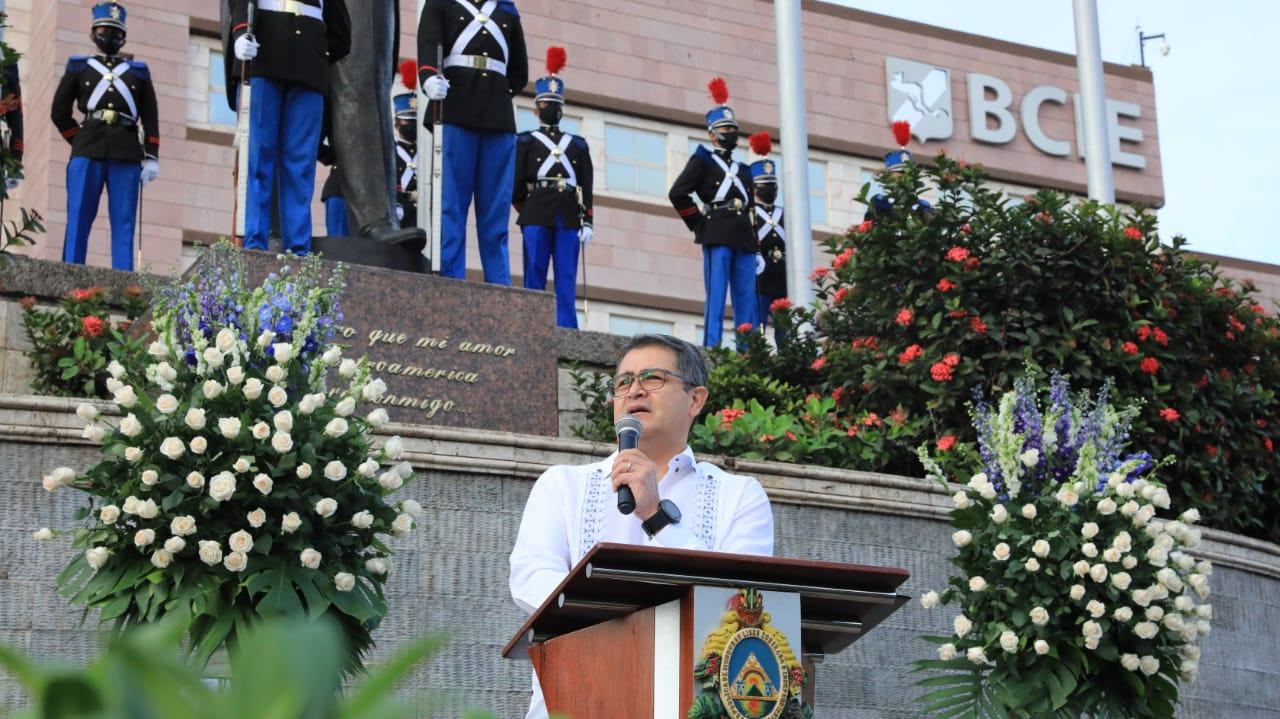 Presidente Hernández participó en acto de Izada de la Bandera y lectura del Acta de Independencia