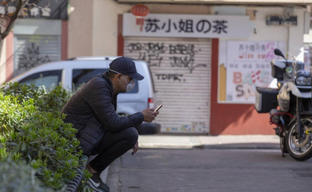 China envía a confinamiento ciudad fronteriza tras descubrimiento de casos importados