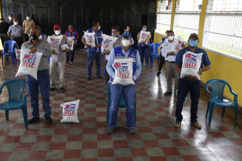 Sedis entrega 297 mil libras de arroz a familias afectas por Covid19 en La Paz