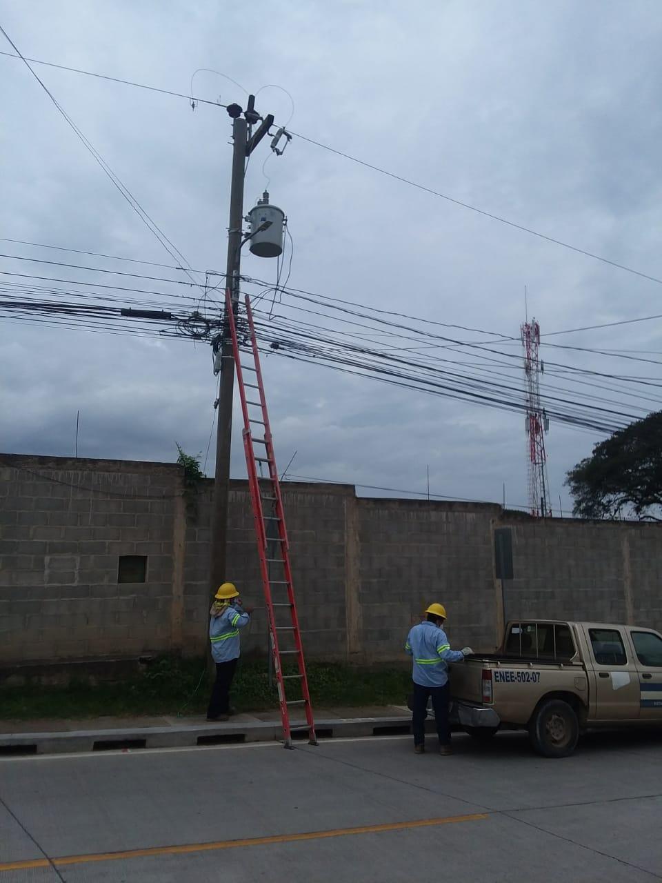 ENEE ilumina barrios y colonias de Gracias, Lempira