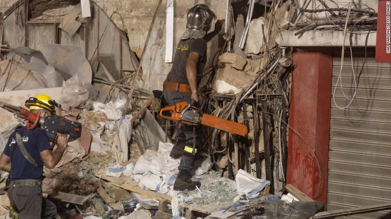 A un mes de explosión en Beirut todavía buscan sobrevivientes