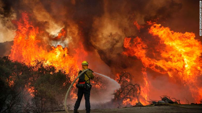 Estado de emergencia en cinco condados de California por incendio Forestal
