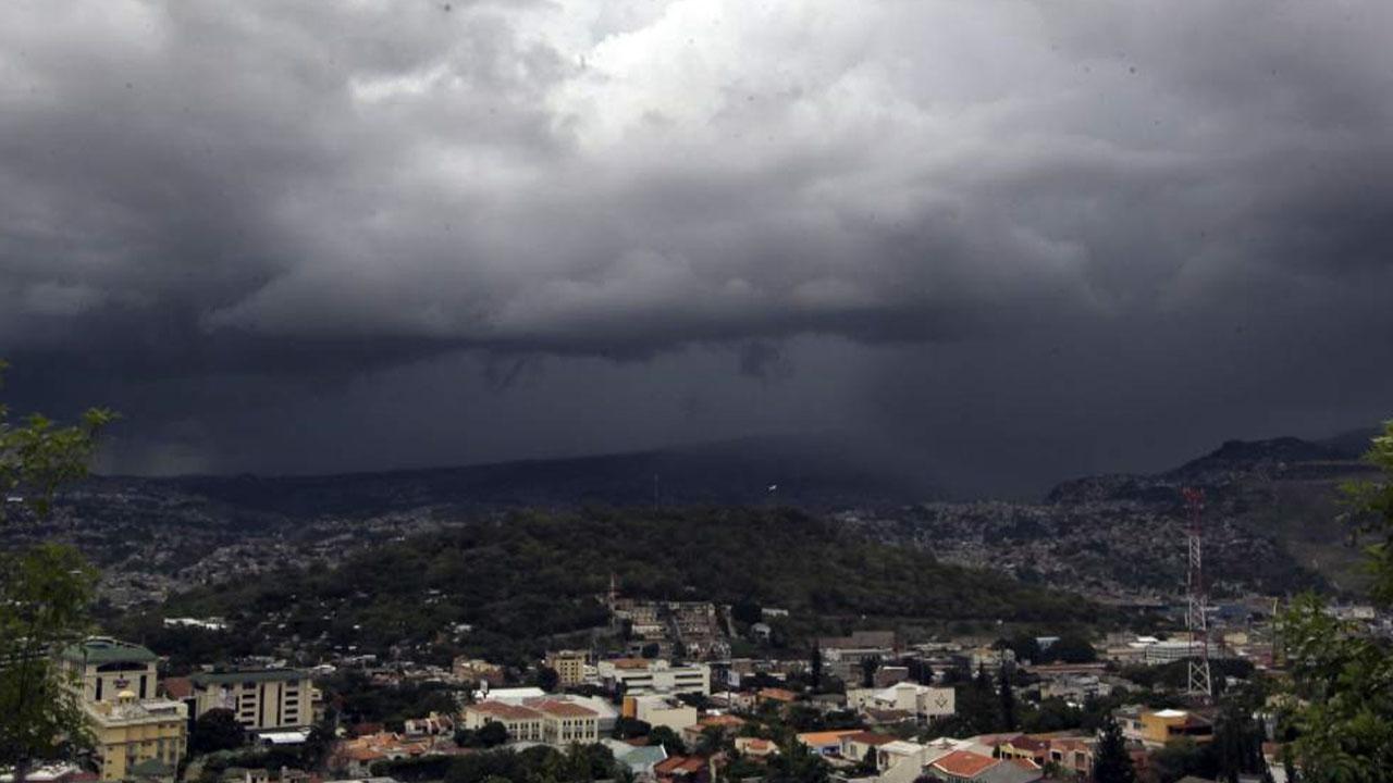 Cenaos pronostica fuertes lluvias para la noche de este domingo