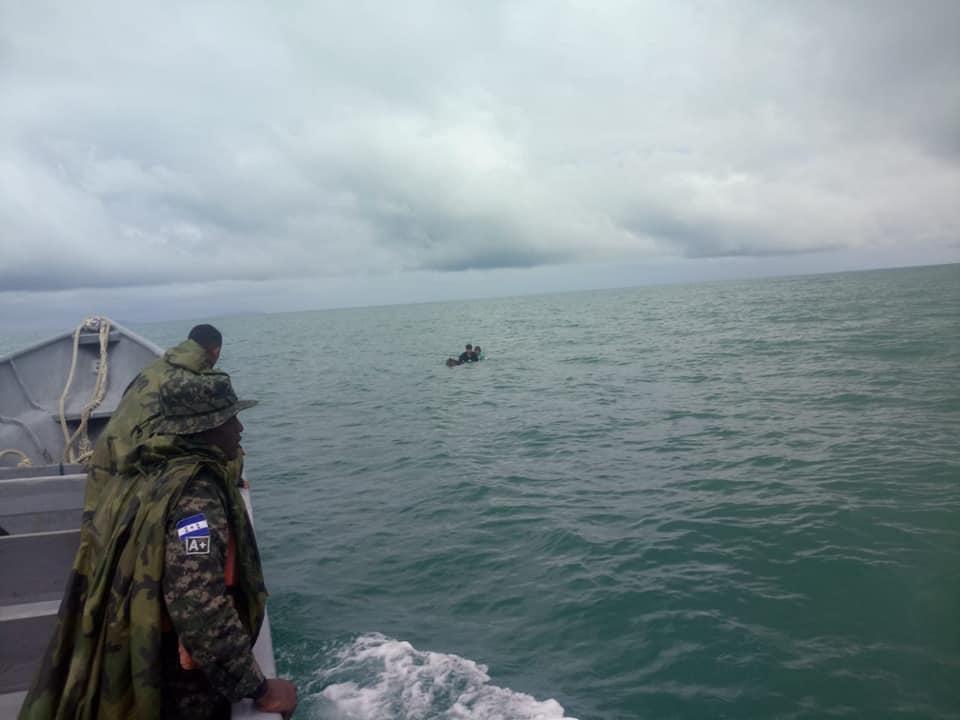 Lancha se hunde en Brus Laguna; una persona ahogada y seis náufragos rescatados