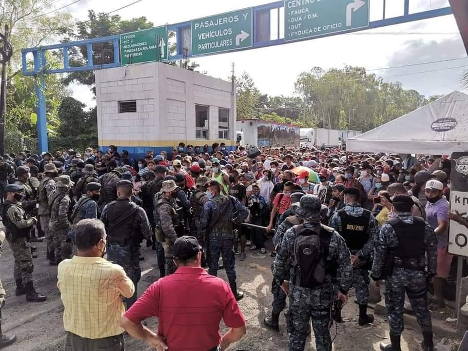 Retienen en  la frontera con Guatemala  a hondureños migrantes que viajan en nueva caravana  a EEUU