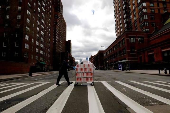 Anuncian cierres de colegios en Nueva York por brotes de Covid-19