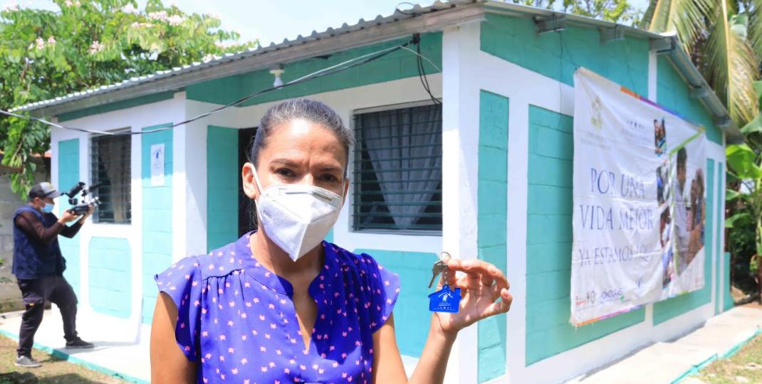 Regalan casa a una madre soltera en La Ceiba