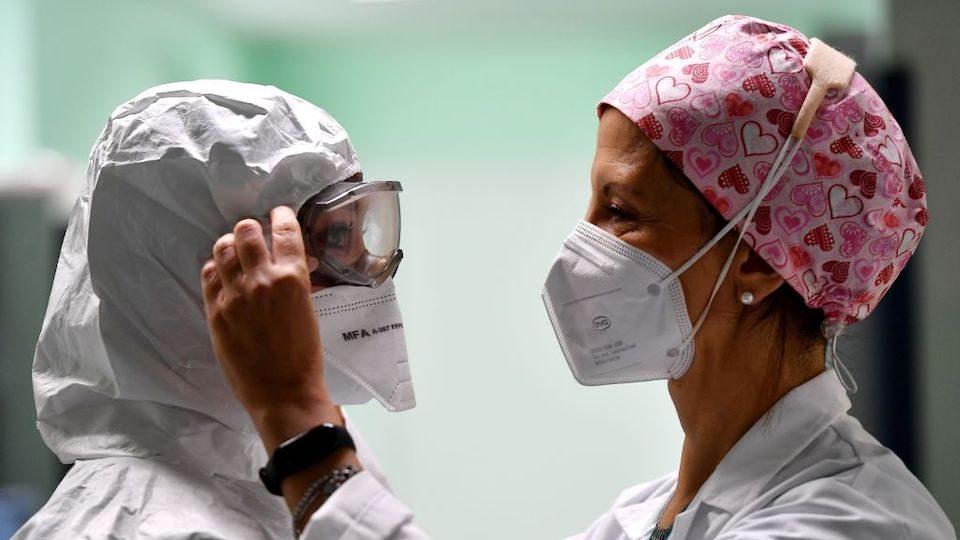 Usar mascarilla también te protege a ti, afirman los CDC