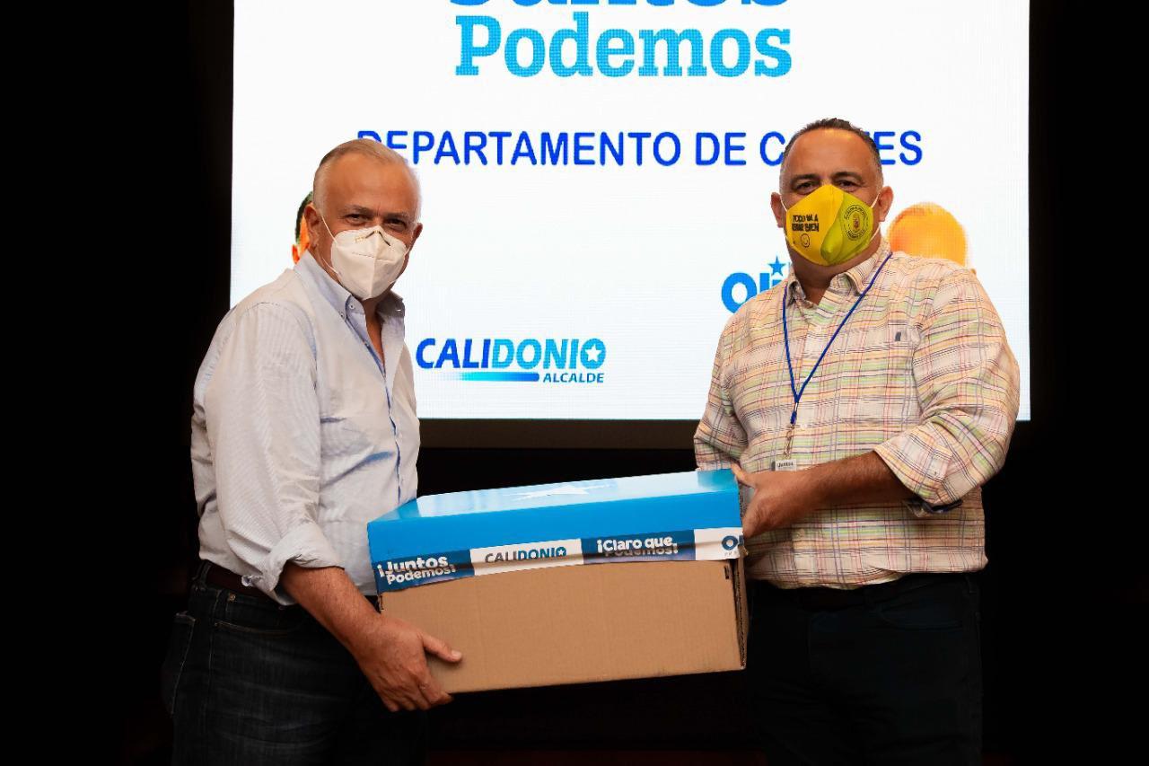 Alcalde de SPS entregó al doctor Oliva 35 mil firmas para la inscripción de «Juntos Podemos» en Cortés