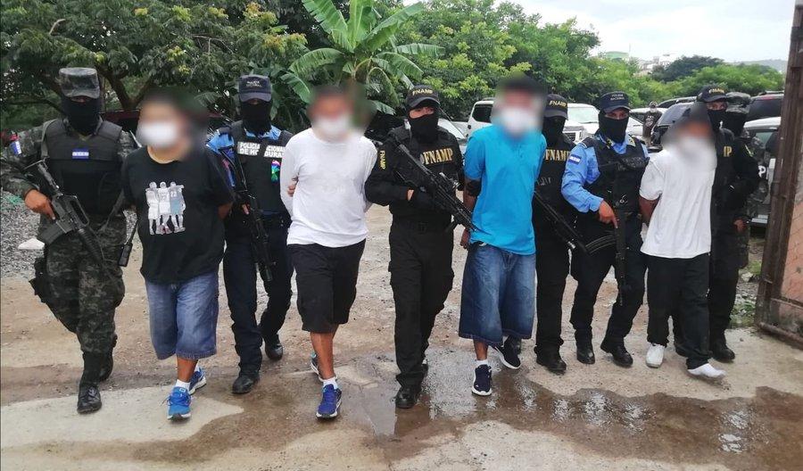 Caen cuatro presuntos miembros de la pandilla 18 en Comayagüela