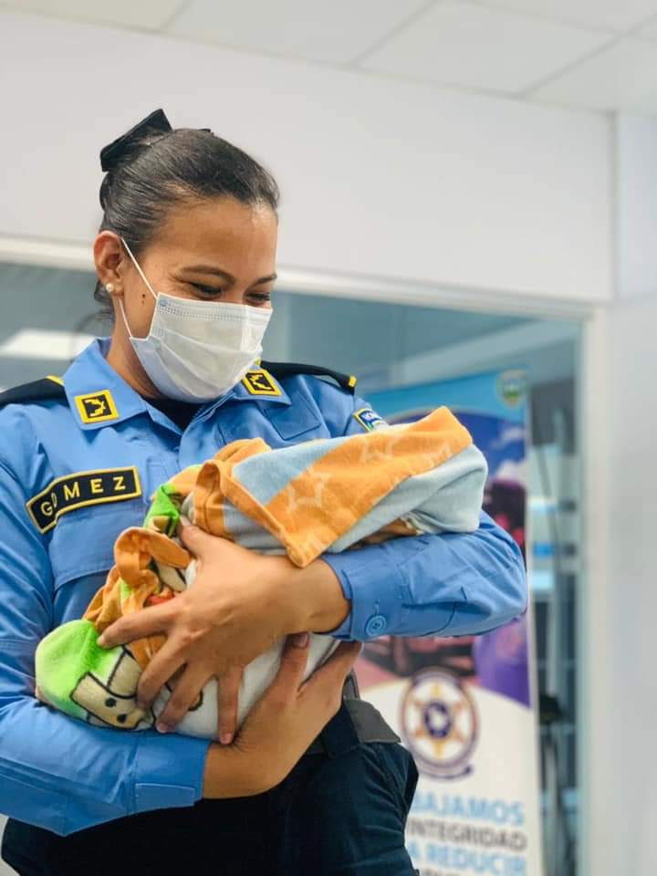 Rescatan a bebé abandonado en jefatura policial de Siguatepeque