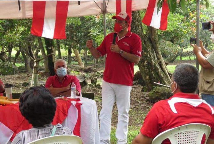 Luis Zelaya en busca de firmas en Santa Bárbara y Cortés
